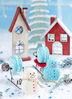 Muito amor por esses Macarons by ! Christmas Sweets, Christmas Cooking, Noel Christmas, Winter Christmas, Christmas Ornaments, Xmas, Macarons, Macaroon Recipes, Cookie Frosting