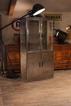 vitrine medicale ancienne 1950 plus d'info sur :  http://ift.tt/1j72nM2 #deco #industriel #usine #loft