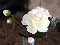 Hand made Camelias free tutorial Icing Flowers, Clay Flowers, Sugar Flowers, Flowers Nature, Paper Flowers, Air Dry Clay, Cold Porcelain, Gum Paste, Handmade Flowers
