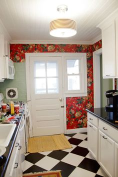 """DIY fabric wallpaper - how to use fabric to """"wallpaper"""" your walls. #diy"""