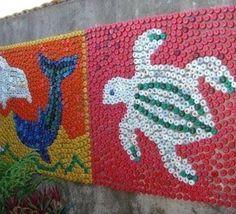 Fresques murales avec des bouchons en plastique Une idée qui plaira surtout aux enfants, c'est de faire des tableaux ou des fresques murales uniquement avec des bouchons en plastique. L'astuce artistique est de jouer avec la couleur des bouchons pour obtenir un tableau..
