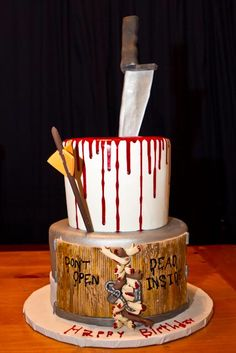 THE WALKING DEAD CAKE Cute Cakes, Yummy Cakes, The Walking Dead, Zombie Birthday, Zombie Party, Tart Bakery, Halloween Torte, Inside Cake, Crazy Cakes