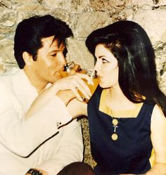 love love love.  #Elvis and #Priscilla Presley