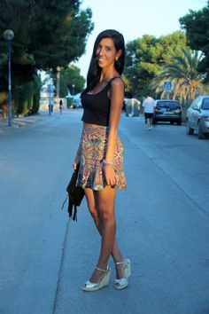 Crop top and etnic skirt