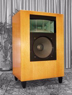 Loudspeaker inspired on Altec Designs Altec Lansing, Horn Speakers, Electronics Companies, Speaker Design, Cool Tones, Loudspeaker, Audiophile, Inspired, Klipsch Speakers