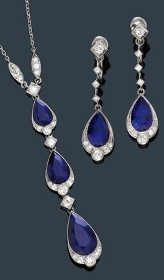 AN ART DECO SET OF SAPPHIRE AND DIAMOND NECKLACE AND EAR PENDANTS, CIRCA 1920. Platinum. Screw system in white gold.♥•♥•♥