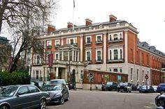 Wallace Collection! Um presente da família Seymor-Conway, os Marquess of Hertford, grandes colecionadores de arte francesa do século XVIII, ao país em 1897. Este maravilhoso casarão, uma das residências da família em Londres, hospeda a coleção.