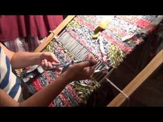 Мастер класс. Домотканые коврики Weaving Techniques, Woven Rug, Rug Making, Craft Tutorials, Needlework, Playing Cards, Youtube, Paper Crafts, Crafty