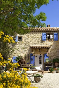 You Need To Add These Beautiful Places To Your Travel Bucket List Provence, Frankreich French Country House, French Farmhouse, Farmhouse Front, Farmhouse Decor, Beautiful Places In The World, Beautiful Homes, English Cottage, Italian Cottage, Italian Villa