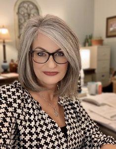Medium Hair Cuts, Medium Hair Styles, Short Hair Styles, Mom Hairstyles, Hairstyles Over 50, Grey Hair And Glasses, Grey Hair Over 50, Grey Hair Inspiration, Grey Hair Don't Care