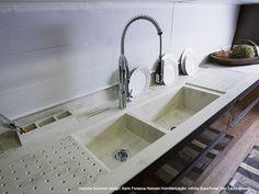 sink , built-in drying rack . Corian® – Quando a bancada une design e funcionalidade! . http://buildinginnovations.dupont.com/Residencial_ptBR?src=fb_corian_br_Resid_ad04#home