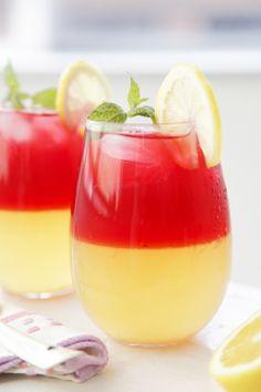 hibiscus tea w lemonade jelly on We Heart It Smoothie Drinks, Smoothie Diet, Dessert Drinks, Fun Drinks, Japanese Cocktails, Colorful Drinks, Rainbow Food, Hibiscus Tea, Aesthetic Food