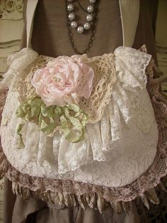 pretty lace bag...so feminine...