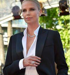 "Vogue 🌺 Paris on Instagram: ""@crimson_style_new_york . . . . . #basarafashionstyle #fabulous #fashionista #fashionweek #fashionlover #fashionblogger #fashionstyle…"" Paris Chic, Estilo Dandy, Dandy Look, Work Fashion, Fashion Outfits, Gq Fashion, Office Fashion, Tuxedo Dress, Business Outfits"