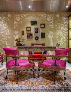 Showroom Interior Design, Interior Design Themes, Boutique Interior, Studio Interior, Luxury Interior, Home Room Design, Home Design Plans, Arabian Decor, Eclectic Living Room