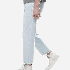 gekürzte, gerade Jeans in Hellblau: http://sturbock.me/fashion/herren/bekleidung/?color=7445
