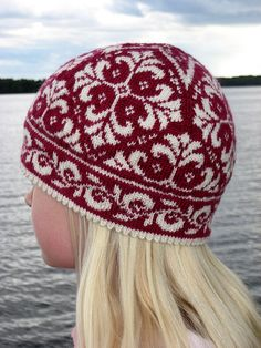 Every time I see this, I want to knit it. by Johanne Landin (Born to Knit) knit hat Edith the Hat pattern by Johanne Landin Double Knitting, Hand Knitting, Knit Or Crochet, Crochet Hats, Fair Isle Pattern, Fair Isles, How To Purl Knit, Knit Patterns, Fair Isle Knitting Patterns
