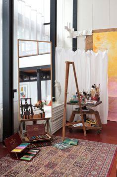 Taiteen täyttämä ateljeekoti: leikkisä, persoonallinen, sisustus, ateljeekoti, koti erikoisessa paikassa, erikoinen sisustus, koriste-esineet, taide, taitailijakoti, boheemi, scandinavian, living, interior, design, decorative