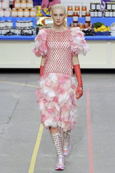 Chanel RTW Fall 2014 - Slideshow - Runway, Fashion Week, Fashion Shows, Reviews and Fashion Images - WWD.com
