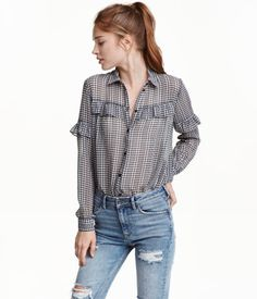 Black/checked. Shirt in soft, woven fabric with a printed pattern. Collar, yoke with ruffle, and long sleeves with ruffle at top and buttons at cuffs.