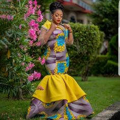 The best collection of 2018 most stylish ankara designs you've been looking for. We have them complete stylish ankara designs 2018 here Latest Ankara Dresses, Ankara Short Gown Styles, Trendy Ankara Styles, Ankara Gowns, Ankara Blouse, African Attire, African Wear, African Dress, African Style