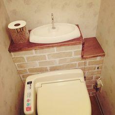 築ウン十年の賃貸ですのでウォシュレットは付けてくれていても作りは古いまま。 タンクレストイレに憧れてDIYです