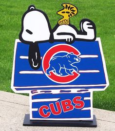 CHICAGO CUBS  Snoopy Peanuts DOGHOUSE with by duranduran2946