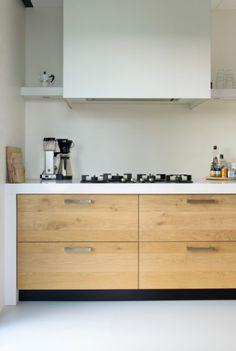 Geplankt eiken maatwerk keuken. www.jpwalker.nl