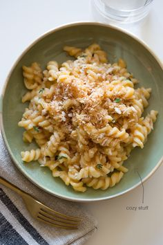 Pumpkin-Thyme Mac and Cheese (Credit: Teri Lyn Fisher & Jenny Park, spoon fork bacon)