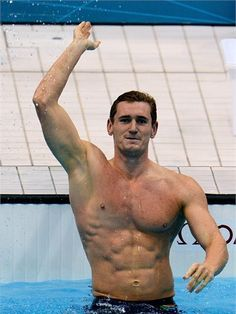 Cameron van der Burgh of South Africa celebrates after winning the gold in the men's 100m Breaststroke final