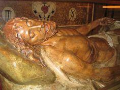 Cristo yacente, obra de José Bueno. Capilla de la Soledad. Iglesia de Santa María de Alcañiz. http://turismoruralbajoaragon.com/blog/la-iglesia-de-santa-maria-la-mayor-de-alcaniz/