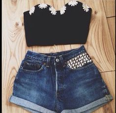 I love daisy clothing! Someone get me this crop top #daisy