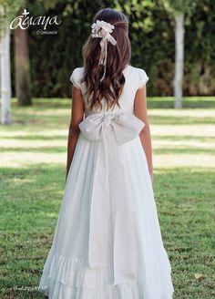Girls Communion Dresses, Baptism Dress, Communion Hairstyles, First Holy Communion, Dress Patterns, Flower Girl Dresses, Princess, Female, Wedding Dresses