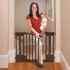 Summer Infant Deluxe Top of Stairs Baby Gate