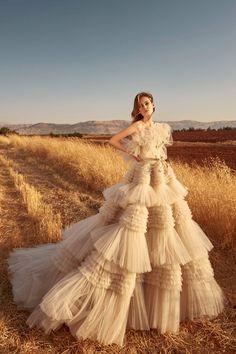Zuhair Murad Fall / Winter Bridal - Fashion Shows .-Zuhair Murad Herbst/Winter Bridal – Fashion Shows Zuhair Murad Mariage, Zuhair Murad Bridal, Pretty Dresses, Beautiful Dresses, Couture Fashion, Fashion Show, Bridal Fashion, High Fashion, Fashion Tips