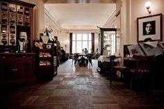 Café Einstein Stammhaus in Charlottenburg - Berlin Einstein, Berlin, Villa, Gin And Tonic, Places, Modern, Table, Furniture, Home Decor