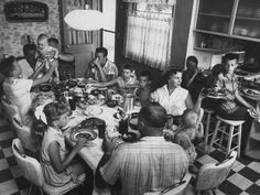 Sunday dinner was usually pot roast, potatoes and carrots or fried chicken or ham/scalloped potatoes. Big family, everyone home for Sunday dinner. Vintage Photographs, Vintage Photos, Antique Photos, Good Ole, The Good Old Days, Old Photos, Childhood Memories, Growing Up, Vintage Outfits