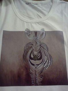 Magliette dipinte e con strass
