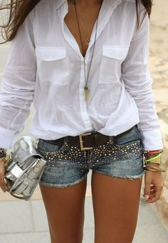 24 stylish summer outfits made from modern jeans shorts, White shirt and decorated denim shorts. Mode Outfits, Short Outfits, Casual Outfits, Fall Outfits, Hipster Outfits, Club Outfits, Denim Shorts Outfit, Ripped Shorts, Denim Cutoffs