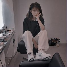 Iu Fashion, Queen, Korean Singer, Ikon, Kpop Girls, Girl Group, Normcore, Poses, Style Inspiration