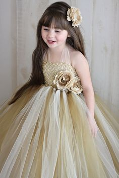 Adorable Flower Girl Dress!   Credit: Tutu Flower Girl Dress  Anastasia by Tutu by TutuBellaBoutique,  #CupcakeDreamWedding