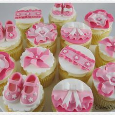 The cutest baby shower cupcakes you'll ever make, eat, or see! We've gathered best baby shower cupcakes to help inspire others. The mommy-to-be will cry over how darn cute these cupcakes are! Baby Shower Cupcake Cake, Cupcake Art, Shower Cakes, Cupcake Cakes, Cup Cakes, Cupcake Toppers, Baby Cakes, Mini Cakes, Pink Cupcakes