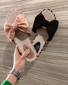Bling Sandals, Shoes Flats Sandals, Cute Sandals, Shoe Boots, Cute Teen Shoes, Sandals Outfit Summer, Cute Slippers, Melissa Shoes, Dream Shoes