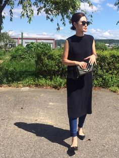 25 Smart Ways To Wear a Dress Over Trousers - Wass Sell outfits Dress Over Jeans, Dress Trousers, Dresses With Leggings, Trousers Fashion, Leggings Fashion, Red Floral Dress, White Maxi Dresses, Mode Outfits, Casual Outfits