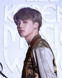 i like how i have suddenly turned into a hq acc but honest to god tHIS JIMIN?? WITH THOSE CONTACTS AND THAT HAIR!?!? IS THE ONLY LOOK WE SHOULD NEVER STOP TALKING ABOUT ( u know besides our queen black hair jm) BUT STILL-