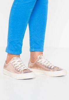 Converse. CHUCK TAYLOR ALL STAR - Zapatillas - rose gold white. Suela  83f41cbc86