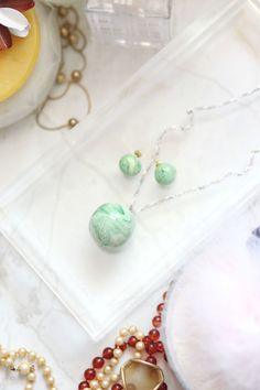 8 easy DIY crafts for me to do this summer. Love this one with the marbled-jewelry.