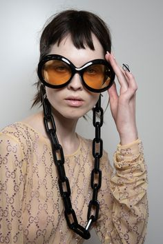 Gucci Spring 2020 Fashion Show Backstage Eyewear. See all the sunglasses from the behind-the-scenes at the Gucci Spring 2020 Fashion Show from Milan. Fashion 2020, Fashion Show, Milan Fashion, Fashion Eyewear, Fashion Weeks, Fashion Fashion, Runway Fashion, Fashion Trends, Haute Couture