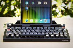 Amoureux du style rétro : le temps de la machine à écrire et son cliquetischarmant est de retour avec le clavier Bluetooth Qwerkywriter !