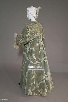 Bertha Palmer's evening coat, (back oblique view). Silk satin with cut velvet in wheat pattern, metallic thread lace, silk metallic tassels. Green Silk, Pink Silk, Silk Satin, Lace Silk, Blue Satin, 1900s Fashion, Edwardian Fashion, Vintage Fashion, Vintage Gowns